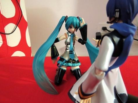 「Ahem...thank you Kaito niisan. 今日からよろしくね!」